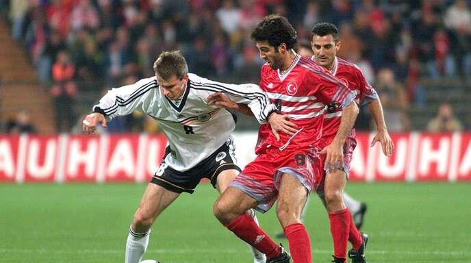 Hakan Sükür beim Länderspiel gegen Deutschland 1999 in München.