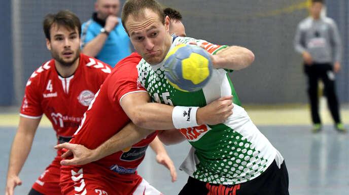 Florian Vetter (r.) und der HC Hedos Elgersweier haben eine schwere Aufgabe vor sich.