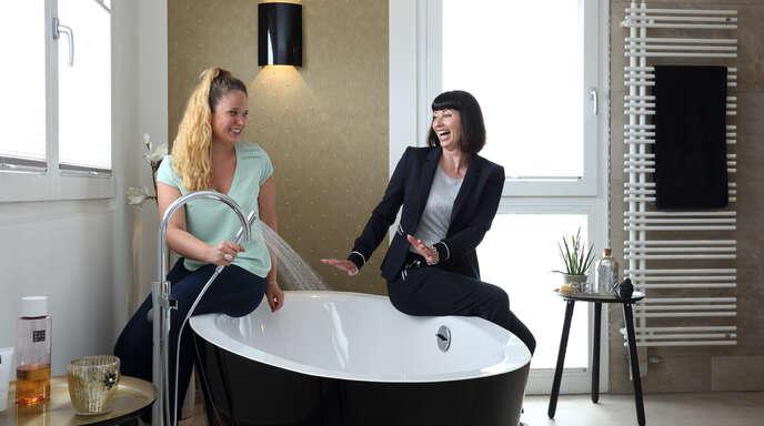 Projektleiterin Vanessa Kranz und Geschäftsführerin Birgit Besmhen-Heringer (rechts) sind Expertinnen in Sachen Wohnen.
