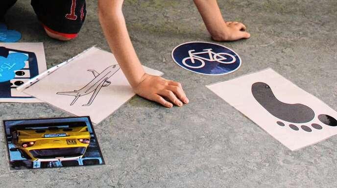 """Um den CO2-Ausstoß durch Autos und Flugzeuge, den ökologischen Fußabdruck, aber auch um das Thema Radverkehr geht es beim Projekt """"Klimaschutz macht Schule""""."""