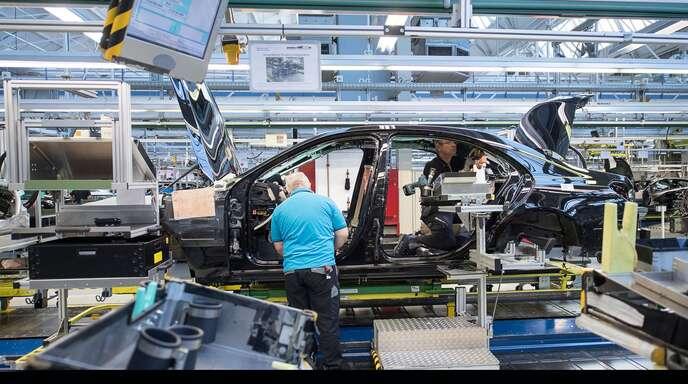 Die Automobilindustrie ist im Umbruch. Weiterbildung soll den Beschäftigten helfen.