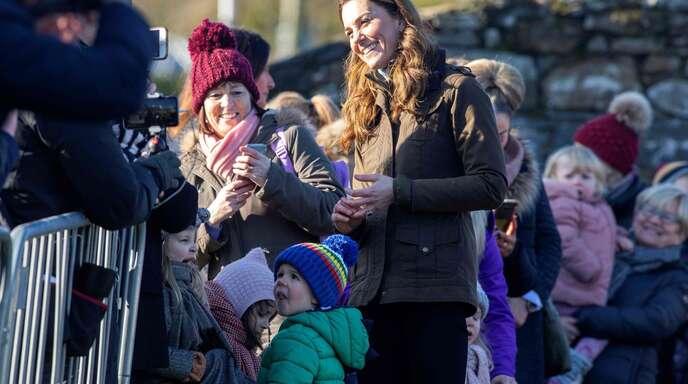 Eine royale Überraschung: Herzogin Kate besuchte am Mittwoch eine Jugendfarm am Rande von Belfast.