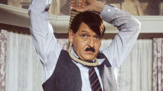 """Neben ernsthaften Rollen in Film und Fernsehen war Diether Krebs (1947-2000) ein Gigant am Lachstandort Deutschland. Er mimte den """"Sozi""""-Schwiegersohn in der Comedyreihe """"Ein Herz und eine Seele"""" (1973/1974). Aus """"Rudis Tagesshow"""", einer Tagesschau-Persiflage mit Rudi Carrell, stieg er wegen künstlerischer Differenzen aus ..."""