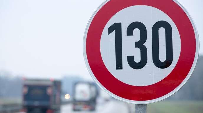 Ein allgemeines Tempolimit von 130 Stundenkilometern wird es auf deutschen Autobahnen vorerst nicht geben.