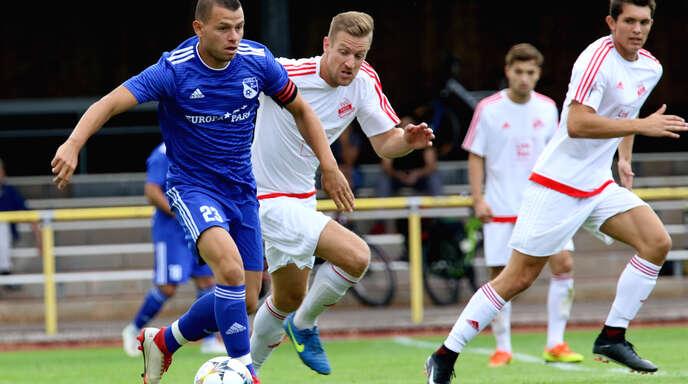 Ivo Momchilov (blaues Trikot) wechselt zur SG Nonnenweier/Allmannsweier.