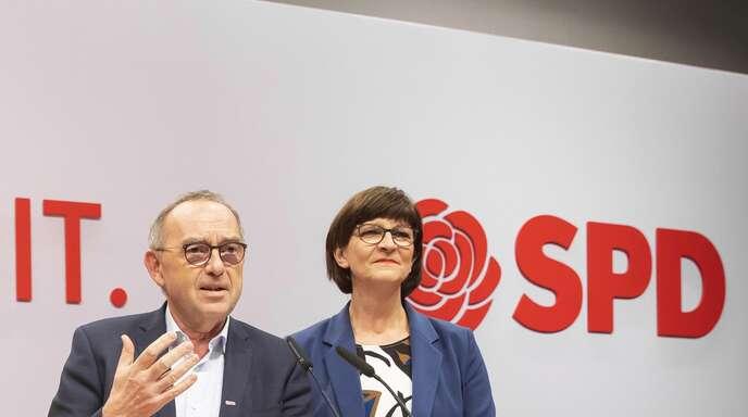 Zu zweite an der Spitze: Norbert Walter-Borjans und Saskia Esken beim SPD-Parteitag im Dezember 2019