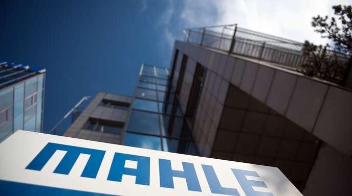 Mahle startet zur Fertigung medizinischer Produkte eine Kooperation mit dem Wäschehersteller Triumph.