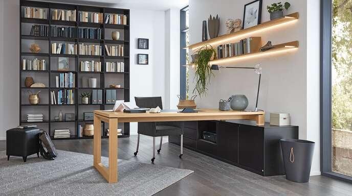 Eine reduzierte Formensprache, robuste Materialien und eine seriöse Optik zeichnen Möbel von Musterring aus.