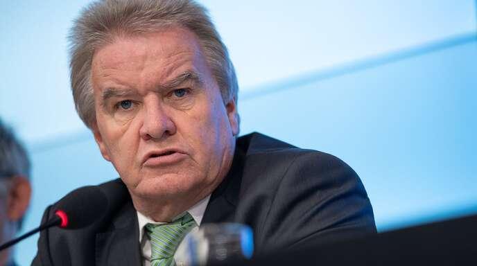 Der wöchentliche Bedarf an Industriestrom ist laut Baden-Württembergs Umweltminister Franz Untersteller (Grüne) um fast die Hälfte geschrumpft.