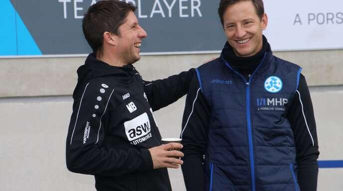 Zwei Trainer, die sich gut verstehen: Ramon Gehrmann (re.) von den Stuttgarter Kickers und Marcel Busch von der Neckarsulmer Sport-Union.