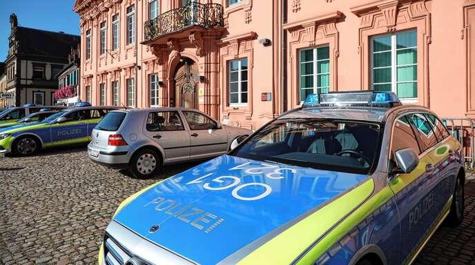 Auch am vergangenen Wochenende blieben die Fahrzeuge der Polizei nicht vor dem Revier in der Hauptstraße geparkt. Denn es gab jede Menge zu tun.