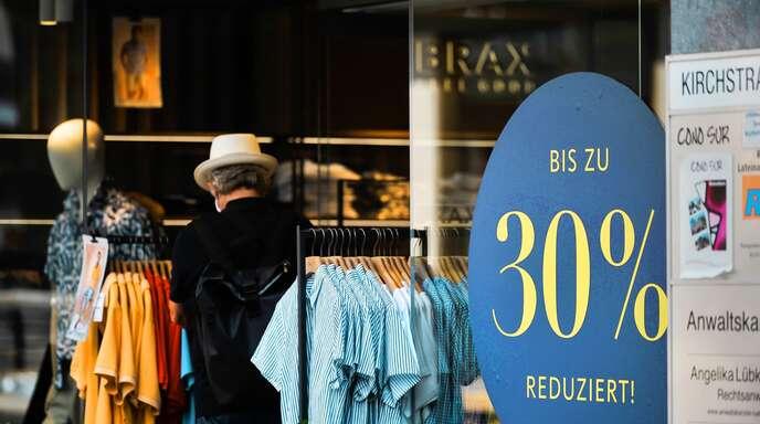 Noch sind die Rabatte im Textileinzelhandel in der Stuttgarter Innenstadt nicht so hoch und weitverbreitet. Doch die Händler fürchten eine Rabattschlacht, die letztlich das Aus für viele Geschäfte bedeuten könnte.