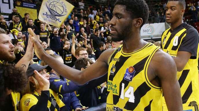 Quirin Emanga – hier im Dress der Ludwigsburger Basketballer – wurde in sozialen Netzwerken rassistisch beleidigt.