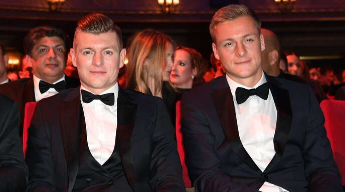 Toni (links) und Felix Kroos (hier bei einer Galaveranstaltung im Jahr 2019) haben seit Mai einen gemeinsamen Podcast.