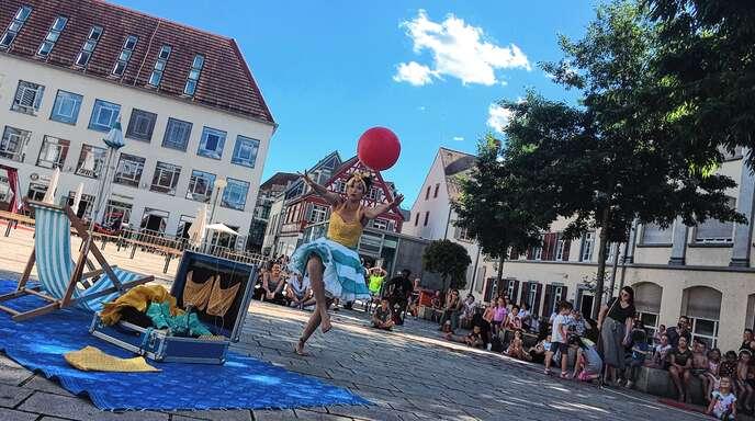 """Am Donnerstagnachmittag gab das """"Boardwalk Theater"""" seine Premiere auf dem Marktplatz."""