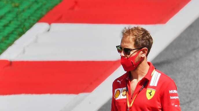 Sebastian Vettel ist mit Maske und Sonnenbrille immer noch sehr gut zu erkennen.