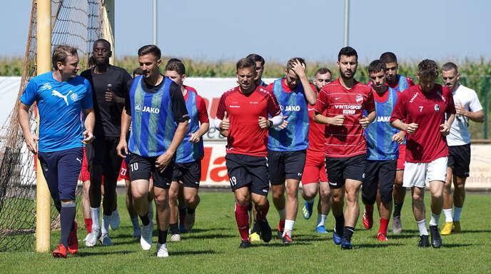 Obwohl sich vier französische Spieler in Quarantäne befinden, läuft das Training beim SV Linx normal weiter.