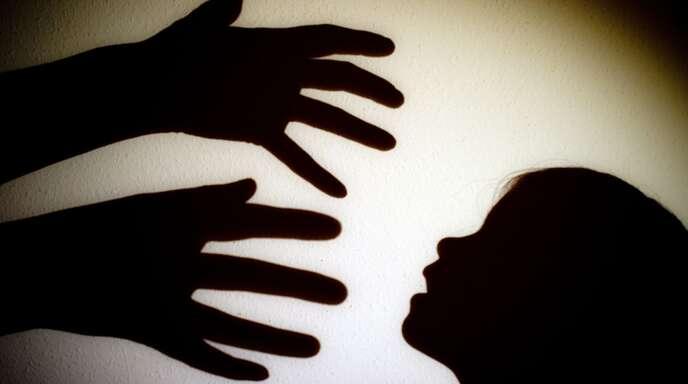 Der 21-Jährige soll mehrer Kinder sexuell missbraucht haben. (Symbolbild)
