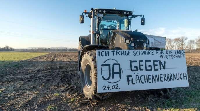 Gegen den Flächenverbrauch gibt es nur vereinzelt Proteste – wie hier vor einem Bürgerentscheid um ein geplantes Baugebiet in Freiburg im vergangenen Jahr. Die Mehrheit stimmte für das Baugebiet.