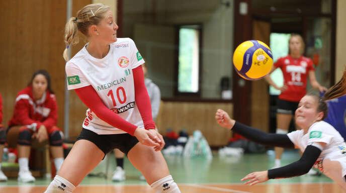 Am Samstag erstmals wieder vereint auf dem Feld: VCO-Spielertrainerin Richarda Zorn (links) und Viviane Hones, die aus Vilsbiburg in die Ortenau zurückgekehrt ist.
