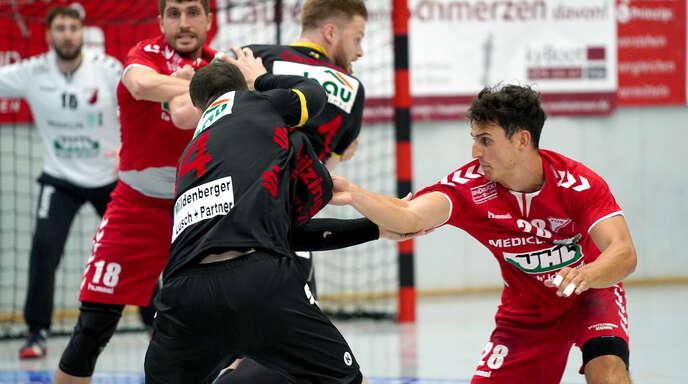 Zupacken – wie hier im Vorbereitungsspiel gegen den TV WIllstätt – heißt es am Samstag für Felix Zipf (hinten) und Philipp Harter (r.) sowie ihre TuS-Kollegen.
