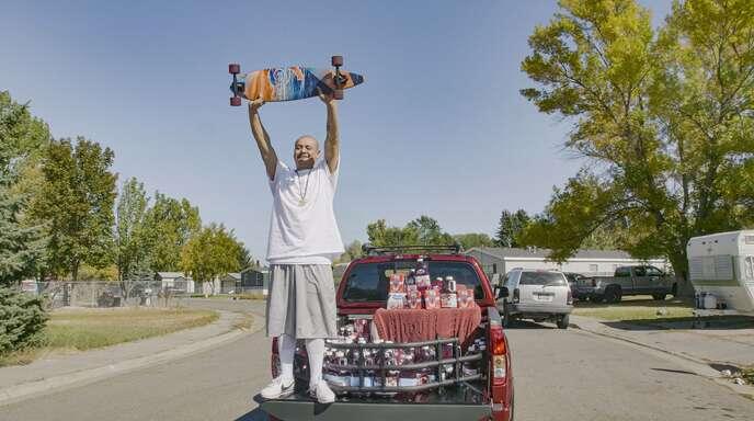 Nathan Apodaca hat nach seinem viralen TikTok-Video nicht nur Millionen neue Follower, sondern auch einen neuen Truck.