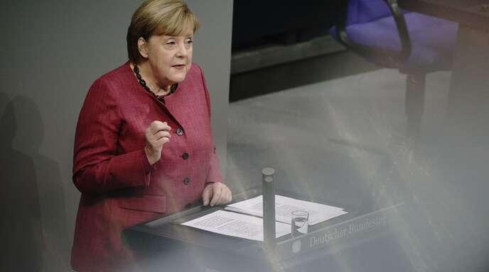 Angela Merkel rechtfertigt die Corona-Maßnahmen im Bundestag.