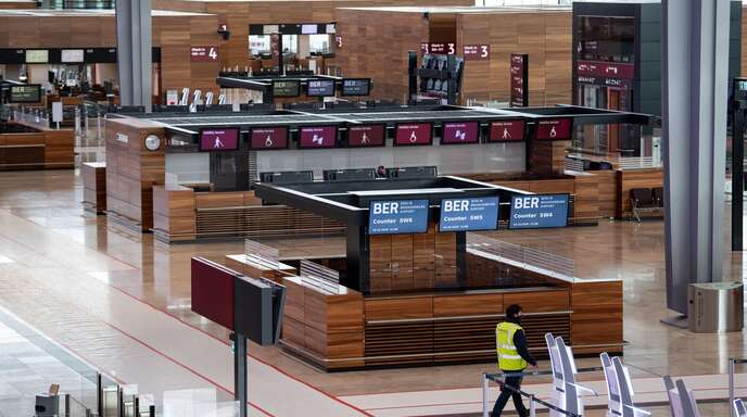 Noch sind im Terminal des BER keine Passagiere zu sehen – das soll sich aber bald ändern.
