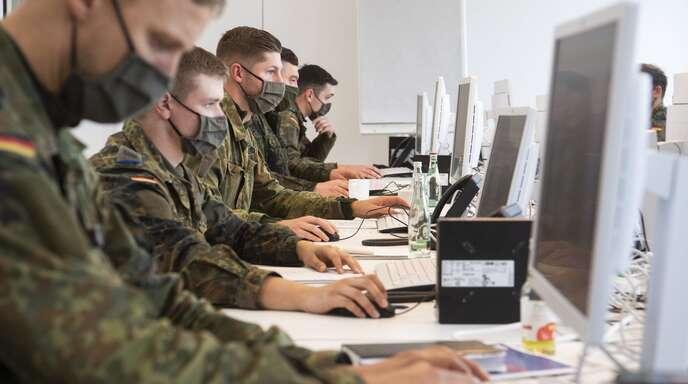 Die Bundeswehr hilft den Gesundheitsämtern, Infektionsketten zu unterbrechen.