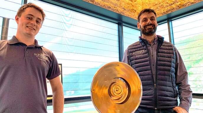 """Hohe Auszeichnung: Das Schwarzwald.Wein.Gut Andreas Männle darf sich """"Bester Betrieb Badens 2020"""" nennen. Christian Idelhauser (rechts) wurde als bester Kellermeister ausgezeichnet."""
