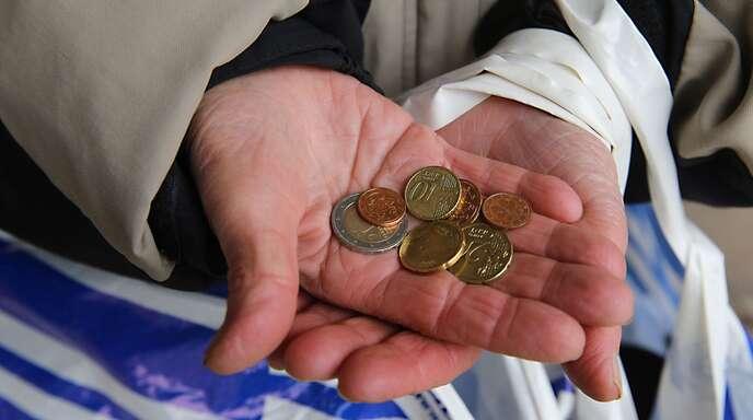 Die Armutsquote in Deutschland hat mit 15,9 Prozent den höchsten Wert seit der Wiedervereinigung erreicht. (Archivbild)