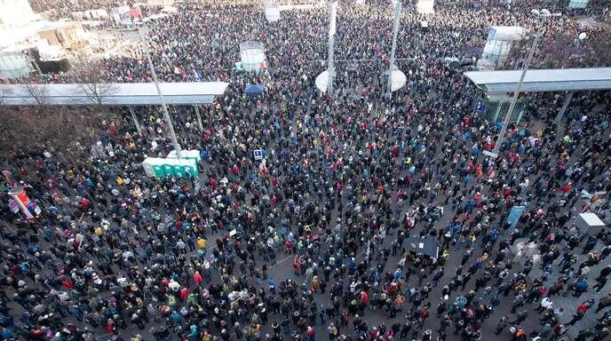 Am 7. November hatten rund 20.000 Menschen in Leipzig gegen die Corona-Verordnungen demonstriert. (Archivbild)