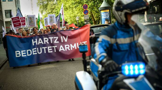 Protest vor der Corona-Pandemie: Hartz IV ist seit der Entstehung des Gesetzes hochumstritten.