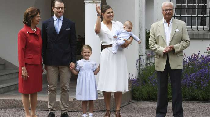 Die Mitglieder der schwedischen Königsfamilie spricht man mit Titel und indirekt an. Foto: dpa/Jonas Ekstromer