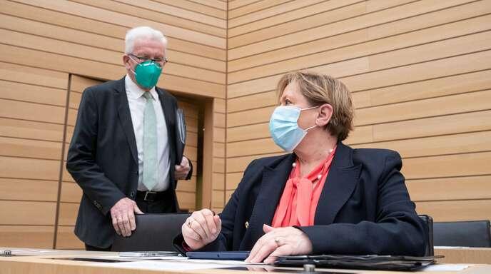 Ministerpräsident Winfried Kretschmann (links) und Kultusministerin Susanne Eisenmann.