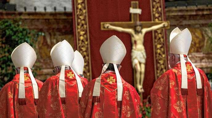 Wer den Katholizismus nur verteufelt, macht es sich zu einfach: Hier Bischöfe während eines Messe, die der Papst während des Hochfestes des Heiligen Petrus und Paulus im Petersdom abhält
