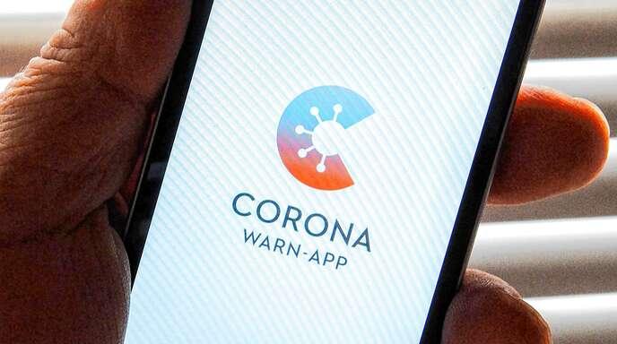 Die Corona-Warn-App soll eigentlich helfen, die Ausbreitung des Virus zu verlangsamen. Aber sie schützt eher die Daten denn die Menschen.