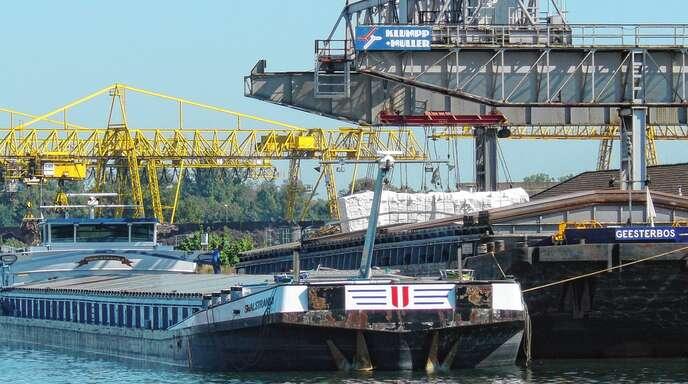 Von der Straße aufs Binnenschiff oder auf die Schiene: Klumpp + Müller gilt als größter Logistikspezialist am Oberrhein.