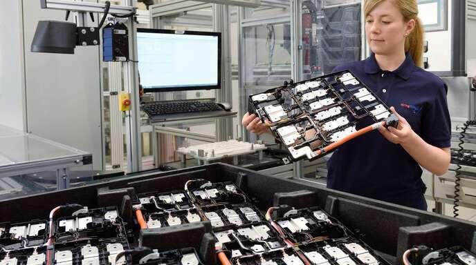 Elring-Klinger ist mit Dichtungen groß geworden. Doch auch rund um neue Antriebe hat der Zulieferer einige Produkte zu bieten – im Bild Zellkontaktiersysteme für Lithium-Ionen-Batterien.