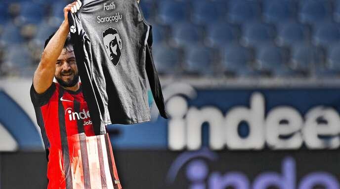 Amin Younes feiert sein Tor für Eintracht Frankfurt mit einem gesellschaftspolitischen Statement.