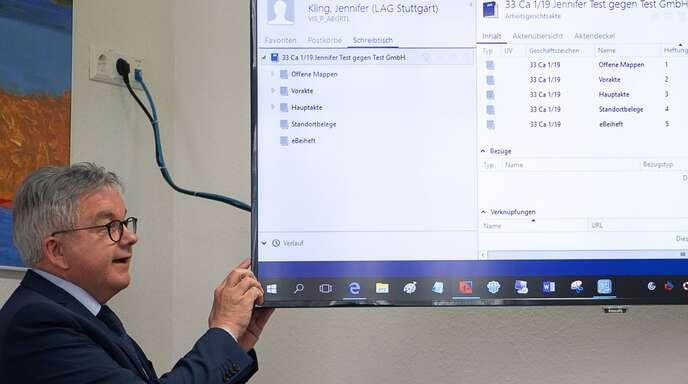 Justizminister Guido Wolf bei einer früheren Präsentation der elektronischen Gerichtsakte