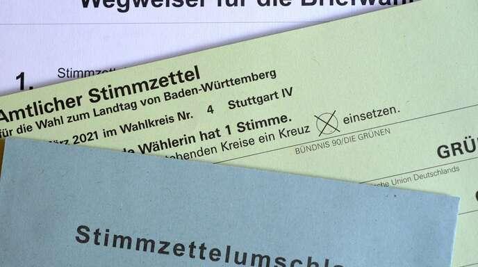 Die amtlichen Briefwahlunterlagen für die Landtagswahl in Baden-Württemberg.