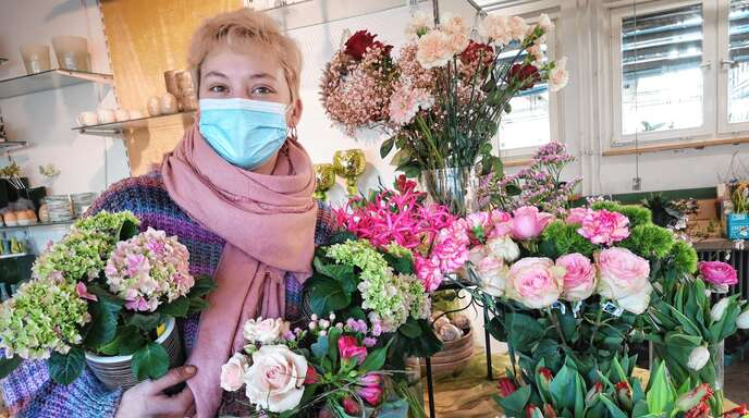 Lara Deraze (Blumen Beinert in Kork) freut sich auf die Kunden.