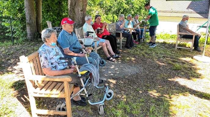 Die ersten Sonnenstrahlen im Garten genießen, gemeinsam Feiern und die Zeit genießen. Das ist beim Küderle Pflegedienst Schwarzwaldpflege möglich.