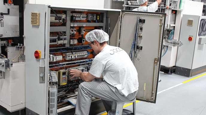 Wer bei JACO eine Ausbildung beginnt, darf keine Scheu vor großen Maschinen haben.