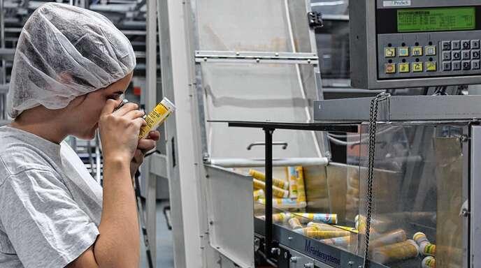Stimmen Druckqualität und Farbe? Bei JACO arbeiten die Auszubildenden in der laufenden Produktion.