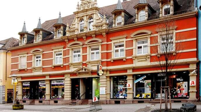 Das imposante Gebäude der Stadt-Apotheke im Herzen Offenburgs.