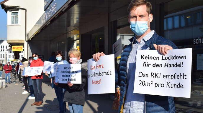 Zum dritten Mal gingen die Acherner Einzelhändler am Ostersamstag auf die Straße, um auf ihre Situation aufmerksam zu machen.