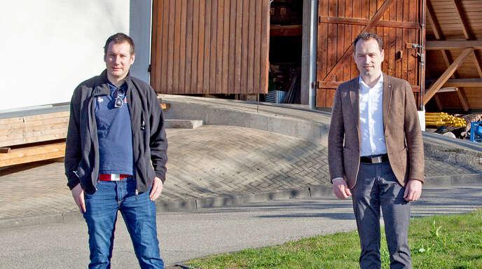 Neuer Mitarbeiter: Martin Retzbach (links) wurde offiziell von Bürgermeister Richard Wetih vorgestellt