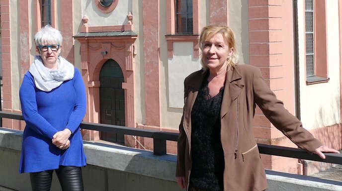 Im Schutterwälder Rathaus sind Bettina Herzog (links) und Dagmar Gießler für die Koordinierung von Impfterminen im Kreisimpfzentrum Offenburgzuständig.